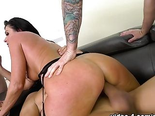 India Summer & Mark Wood In Cougar Next-door India's Double Penetration Gang-bang - Evilangel
